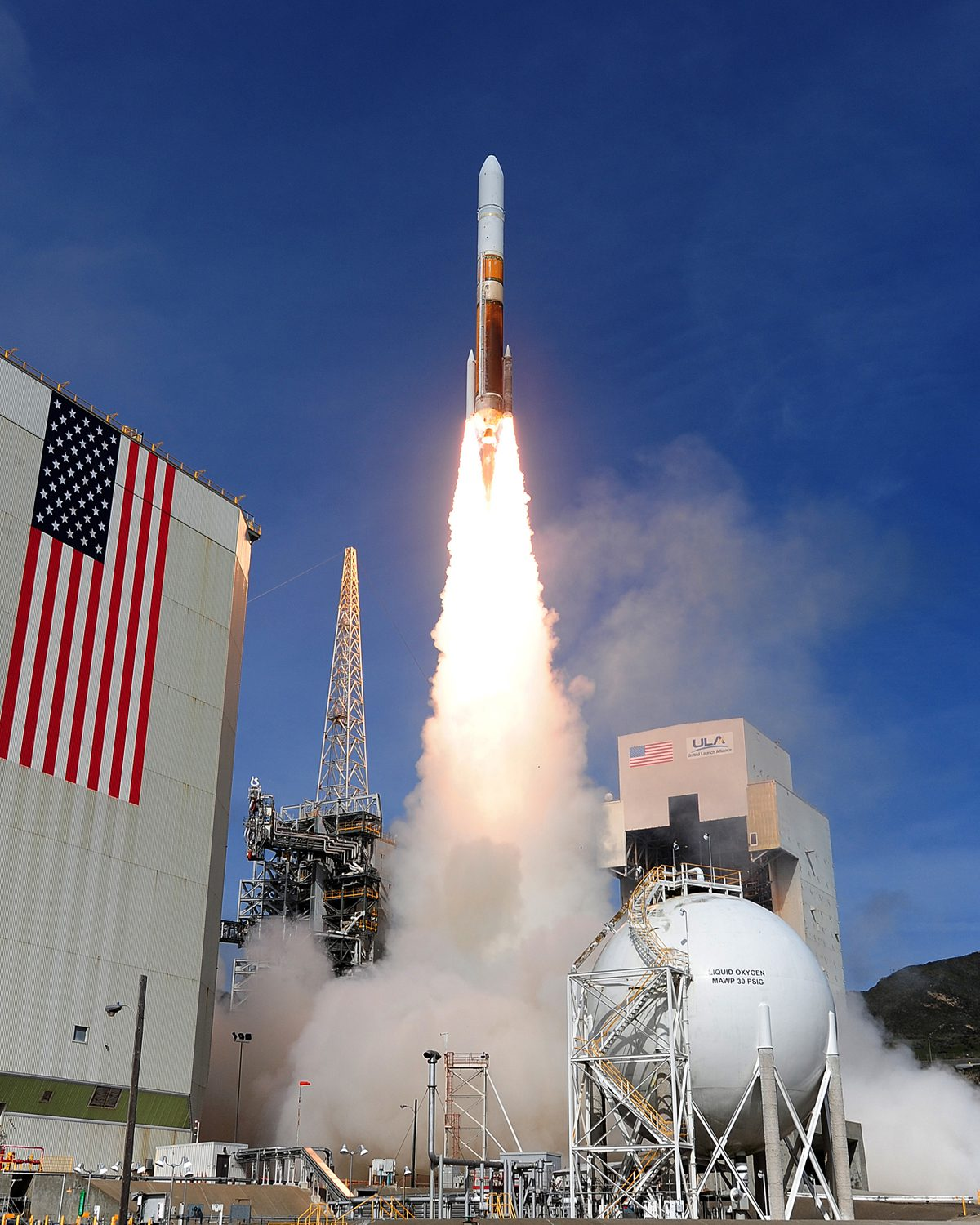 VANDENBERG AIR FORCE BASE, Calif.-- Team Vandenberg launched a United Launch Alliance Delta IV Medium+ (5,2) from Space Launch Complex-6 here at 4:12 p.m. PDT Tuesday, April 3, 2012. The launch was the Department of Defense's first-ever Delta IV Medium launch vehicle configured with a 5-meter payload fairing and two solid rocket motors. (U.S. Air Force photo/Rodney Jones)